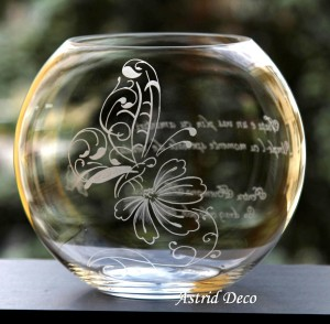 Bol gravat - Fluture pe floare