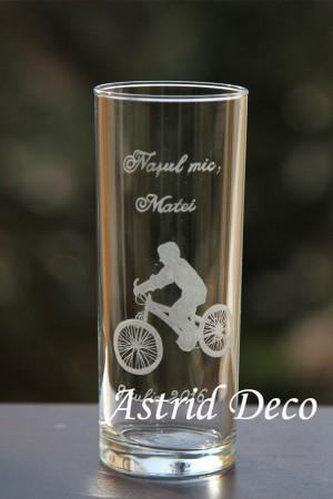Pahar apa gravat manual- Baiat pe bicicleta