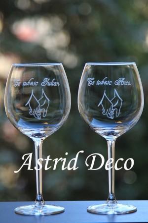 Set 2 pahare vin gravate manual - maini